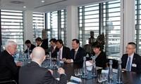 Phó Thủ tướng Vũ Văn Ninh thăm làm việc với Thị trưởng Khu tài chính London