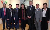 Phó Chủ tịch Quốc hội Tòng Thị Phóng thăm và làm việc tại tỉnh Val-de-Marne, Pháp