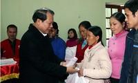 Các đoàn thể thăm, tặng quà Tết cho đồng bào nghèo ở Đắc Lắc, Bắc Giang