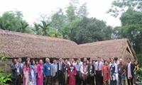 Đoàn kiều bào về thăm quê hương Chủ tịch Hồ Chí Minh