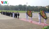 Lãnh đạo Đảng, Nhà nước vào Lăng viếng Chủ tịch Hồ Chí Minh nhân kỷ niệm 125 năm ngày sinh của Người