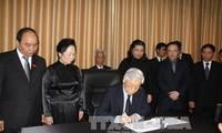 TBT Nguyễn Phú Trọng viếng và ghi sổ tang tưởng niệm  Chủ tịch Thượng viện Vương quốc CPC Chia Xim