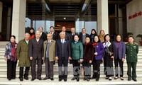 Phó Chủ tịch Quốc hội Uông Chu Lưu tiếp Đoàn đại biểu Quốc hội qua các thời kỳ tỉnh Lạng Sơn