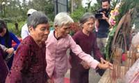 Cựu binh Mỹ dâng hương tưởng niệm nạn nhân vụ thảm sát Sơn Mỹ, Quảng Ngãi