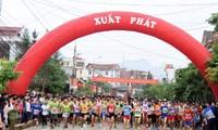 """450 vận động viên Việt Nam và quốc tế tham gia giải chạy bán marathon """"Cung đường Hạnh phúc"""""""