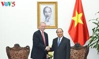 Thủ tướng Nguyễn Xuân Phúc tiếp Chủ tịch điều hành Tập đoàn Alphabet, Hoa Kỳ