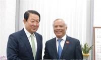 Phó Chủ tịch Quốc hội Uông Chu Lưu chào xã giao Chủ tịch Quốc hội Hàn Quốc