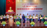 """Phó Chủ tịch nước dự lễ trao tặng danh hiệu """"Bà mẹ Việt Nam Anh hùng"""" tại Hưng Yên"""