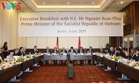 Thủ tướng Nguyễn Xuân Phúc đối thoại với các nhà đầu tư hàng đầu của Đức