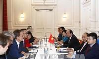 Thủ tướng Nguyễn Xuân Phúc tiếp lãnh đạo một số hiệp hội và tập đoàn kinh tế tại Hà Lan