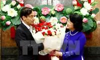 Phó Chủ tịch nước Đặng Thị Ngọc Thịnh tiếp và trao tặng Huân chương Hữu nghị cho Giáo sư Odon Vallet