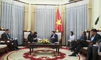 Phó Thủ tướng, Bộ trưởng Ngoại giao Phạm Bình Minh tiếp Đại sứ Kazakhstan Beketzhan Zhumakhanov