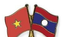 พลโท Nguyen Chi Vinh ให้การต้อนรับหัวหน้ากรมใหญ่พลาธิการและเทคนิคกองทัพประชาชนลาว