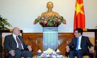 รองนายกรัฐมนตรีฝ่ามบิ่งมิงห์ให้การต้อนรับเอกอัครราชทูตสหพันธรัฐรัสเซียและเอกอัครราชทูตบราซิล