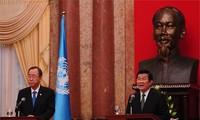ท่านเจืองเติ๊นซาง ประธานประเทศให้การต้อนรับนายบันคีมูน เลขาธิการใหญ่สหประชาชาติ