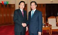 นายกรัฐมนตรีเหงียนเติ๊นหยุงให้การต้อนรับอดีตนายกรัฐมนตรีญี่ปุ่น ยูกีโอะ ฮาโตยาม่า