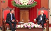 ผู้นำเวียดนามให้การต้อนรับนายกรัฐมนตรีสหราชอาณาจักร