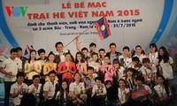 """ปิดค่ายฤดูร้อนเวียดนาม 2015 ภายใต้หัวข้อ """"ความภาคภูมิใจเวียดนาม"""""""