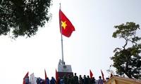 พิธีเปิดตัวเสาธงชาติบนเกาะเจิ่นของจังหวัดกว๋างนิงห์