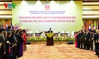 นายกรัฐมนตรีเหงียนเติ๊นหยุงเป็นประธานในงานเลี้ยงฉลองการจัดตั้งประชาคมอาเซียนและปีใหม่ประเพณี