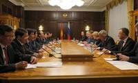 นายกรัฐมนตรีเหงียนซวนฟุ๊กพบปะกับประธานดูมาแห่งชาติของสหพันธรัฐรัสเซีย