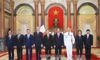 เอกอัครราชทูตประเทศต่างๆยื่นสารตราตั้งต่อประธานประเทศเจิ่นด่ายกวาง