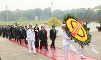 ผู้นำพรรคและรัฐไปวางพวงมาลาที่สุสานประธานโฮจิมินห์