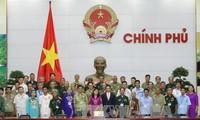 รองนายกรัฐมนตรีหวูดึ๊กดามให้การต้อนรับคณะผู้แทนที่บำเพ็ญประโยชน์ของจังหวัดหลางเซินและกว๋างนาม
