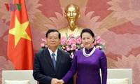 ประธานรัฐสภาเวียดนามให้การต้อนรับคณะผู้แทนของคณะกรรมการสันติภาพและสามัคคีลาว