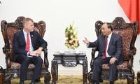 นายกรัฐมนตรีเหงียนซวนฟุ๊กให้การต้อนรับรองประธานธนาคารพัฒนาเอเชีย