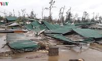 แนวร่วมปิตุภูมิเวียดนามรับเงินบริจาคเพื่อช่วยเหลือผู้ประสบภัยจากพายุทกซูรี