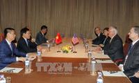 รองนายกรัฐมนตรีและรัฐมนตรีต่างประเทศเวียดนามพบปะกับรัฐมนตรีต่างประเทศสหรัฐ