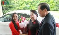 ประธานสภาแห่งชาติเหงียนถิกิมเงินเยือนสถานทูตเวียดนามประจำสิงคโปร์
