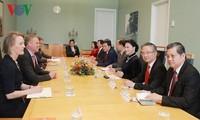 ประธานสภาแห่งชาติเวียดนามเจรจากับประธานสภาล่างและประธานวุฒิสภาออสเตรเลีย