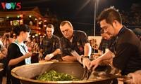 """พ่อครัวต่างชาติ 10 คนเข้าร่วม """"แข่งขันทำกาวเหล่า"""""""