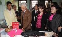เลขาธิการใหญ่พรรคอมมิวนิสต์เวียดนามNguyễn Phú Trọng เยือนโรงพยาบาลโรคมะเร็ง Kและโรงพยาบาลเด็กส่วนกลาง