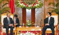 นายกรัฐมนตรีเวียดนามNguyễn Tấn Dũngให้การต้อนรับรองประธานแนวร่วมจีน