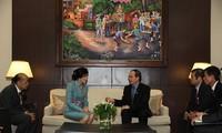 รองนายกรัฐมนตรีNguyễn Thiện Nhân พบปะกับนางสาวยิ่งลักษณ์ ชินวัตรนายกรัฐมนตรีไทย