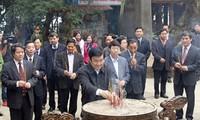 ท่านเจืองเติ้นซางประธานประเทศเวียดนามจุดธูปรำลึกบรรพกษัตริย์หุ่ง