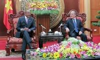 เวียดนามจะใช้ทุกแหล่งพลังเพื่อผลักดันการป้องกันและแก้ไขปัญหาHIVและโรคเอดส์