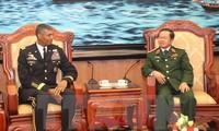 พลเอกวินเซนต์ บรูคส์ผู้บัญชาการทหารบกภูมิภาคแปซิฟิกของสหรัฐเยือนเวียดนาม