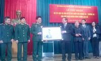 Bộ tư lệnh Bộ đội Biên phòng nhận tư liệu bản đồ hai quần đảo Hoàng Sa, Trường Sa