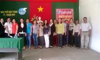 Tổ Phụ nữ giao tiếp thân thiện với người nước ngoài