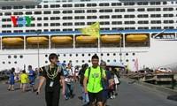 Du thuyền lớn  thứ 3 thế giới đưa hơn 3.600 du khách cập cảng Chân Mây