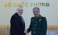 Việt Nam - Hoa Kỳ tăng cường hợp tác hơn nữa trong lĩnh vực công nghiệp quốc phòng