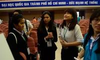 Khai mạc diễn đàn khoa học sinh viên quốc tế đầu tiên