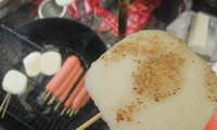 Bánh lơ khoái ở chợ phiên Sà Phìn