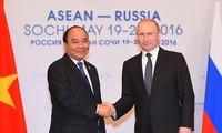 Thủ tướng Nguyễn Xuân Phúc hội kiến Tổng thống Liên bang Nga Vladimir Putin