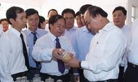 Thủ tướng Nguyễn Xuân Phúc thăm, làm việc tại Viện lúa Đồng bằng Sông Cửu Long