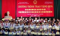 100 học sinh tỉnh Nghệ An được trao học bổng học sinh nghèo, học giỏi
